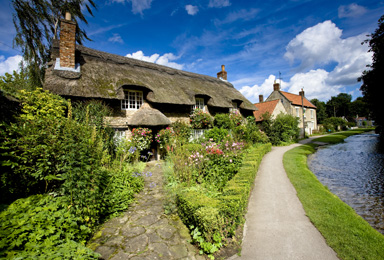 Traditional Thatched Cottage in Thornton-le-Dale - Wayside Park & Lakes